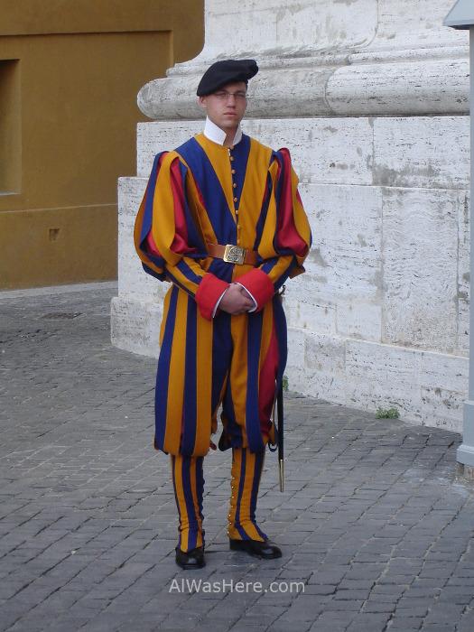 ST PETER'S BASILICA, VATICAN CITY. SAN PEDRO DEL VATICANO 2 Swiss guard, Vatican city. Guardia suiza, ciudad del Vaticano