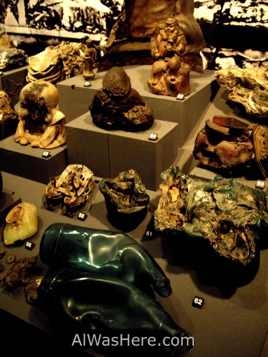 Artefactos derretidos por la explosión