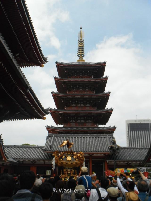 Sanja Matsuri en la pagoda