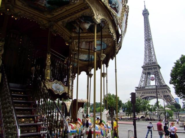 Carrusel y Torre Eiffel
