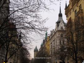 Más edificios, con la torre del ayuntamiento al fondo