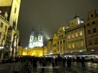 La Plaza Staromestska de noche
