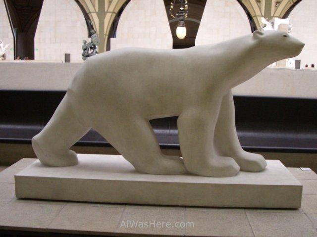 Estatua de Oso Blanco