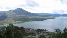 Monte y lago Batur