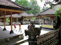 Agunos edificios del templo