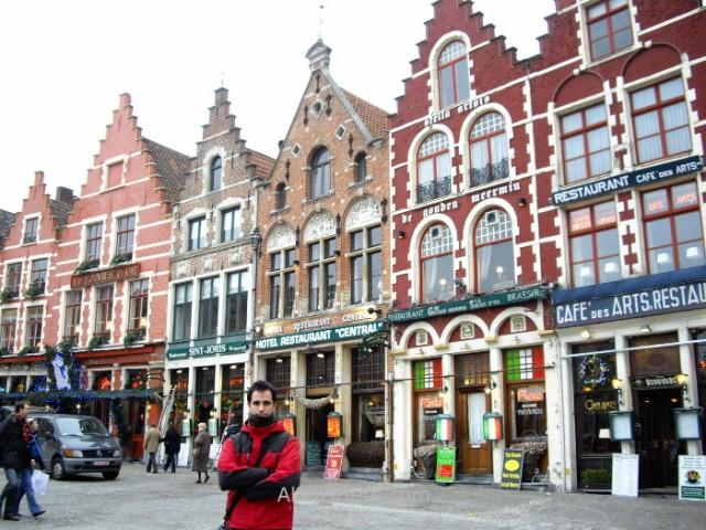 7-en-la-plaza-del-mercado-brujas-belgica-market-place-bruges-belgium