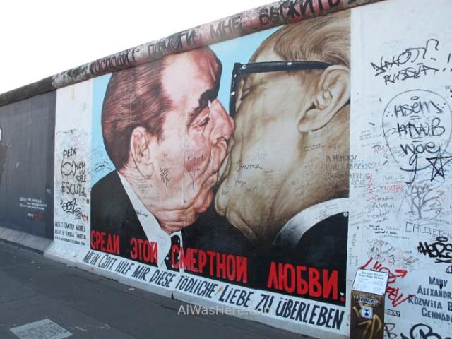 el-beso-bruderkuss-east-side-gallery-muro-de-berlin-alemania-germany-wall-kiss