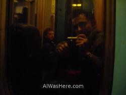 mi-amigo-yves-wailly-y-yo-sentados-en-el-suelo-entre-dos-vagones-en-un-trayecto-de-tren