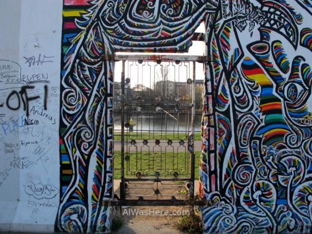 puerta-en-east-side-gallery-muro-de-berlin-alemania-germany-wall-door