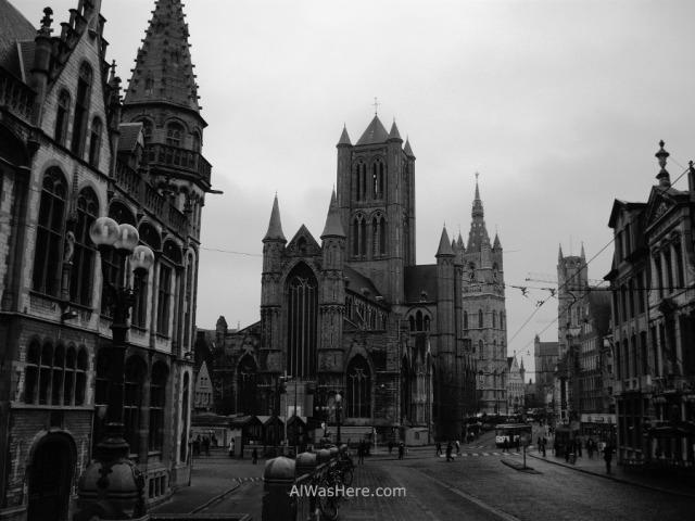 12la iglesia de San Nicolás (Sint-Niklaaskerk), el Campanario (Belfort) y en ultimo término la Catedral de San Bavón (Sint-Baafskathedraal) gante belgica church nicholas belfry cathedral ghent belgium