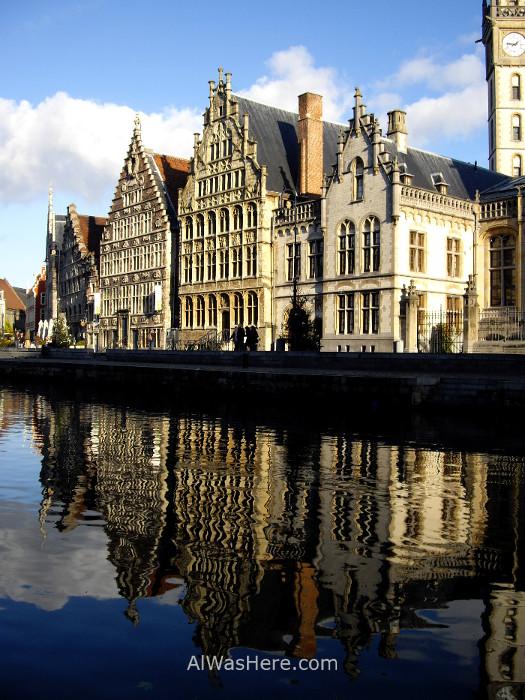 edificios de la calle Graslei reflejando en el canal del río Lys. Gante Belgica. building reflection river Ghent Belgium