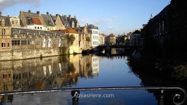 3edificios de la calle Graslei reflejando en el canal del río Lys. Gante Belgica. building reflection river Ghent Belgium