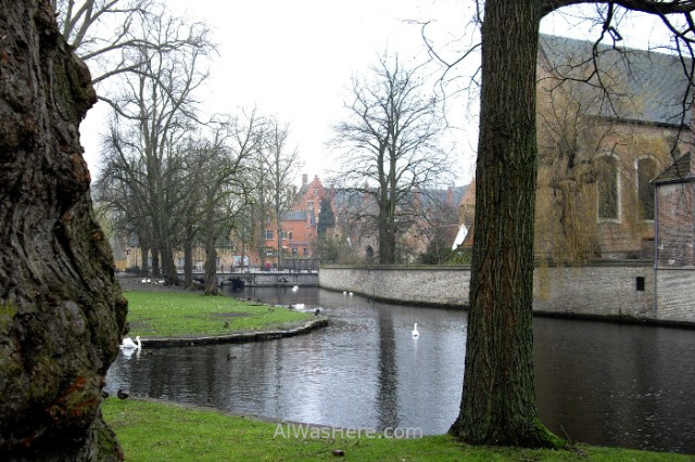 4-puente-sur-e-iglesia-beguinage-begijnhof-desde-el-minnewaterpark-brujas-belgica-south-bridge-church-bruges-belgium