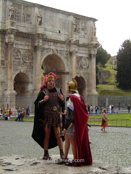 8-disfraz-romano-junto-a-arco-de-constantino-roma-italia-costume-arch-rome-italy