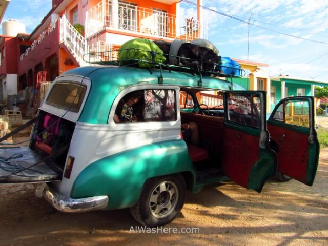 3. Taxi colectivo coche antiguo americano Cuba. Old car