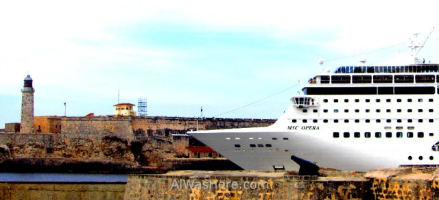 Crucero saliendo del puerto de la Habana, Cuba. Cruise port harbour Havana