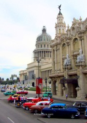 Cuba Capitolio Teatro coches antiguos. theater old cars