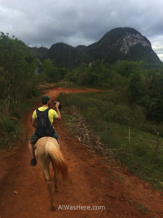 Viñales 1. A caballo en el Valle de Viñales, Cuba. On horseback in Viñales Valley, Cuba