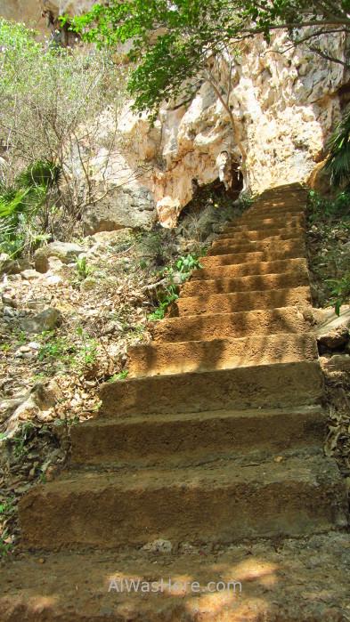 Viñales 11. Escalera a la Cueva de la Vaca,Valle de Viñales, Cuba. Stairs Vinales Valley