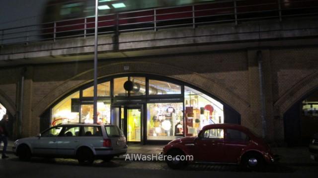Mitte 8. Tienda bajo la via del tren, Berlin, Alemania. Shop under the train line, Germany