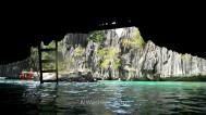 Pasando bajo el arco de piedra que da acceso a la segunda laguna