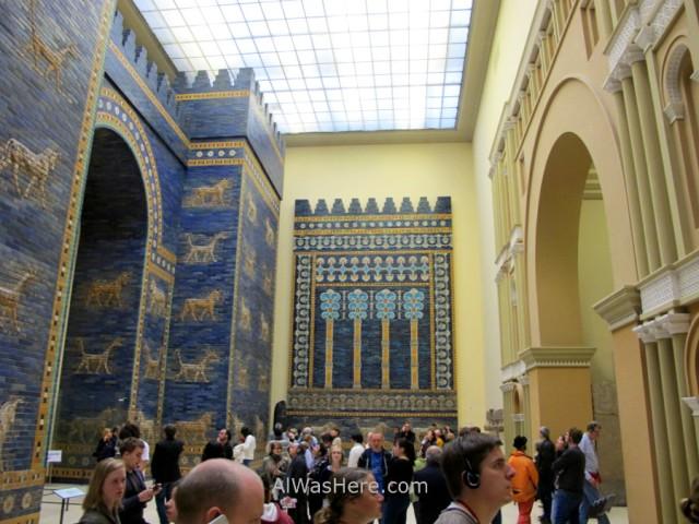 PERGAMO MUSEO 7. puerta de ishtar Babilonia, Mesopotamia. Gate Babylon blue bricks ladrillos azules, Pergamon museum Berlin alemania Germany