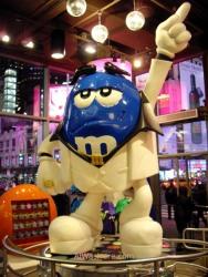 Muñeco en la tienda M&M's World