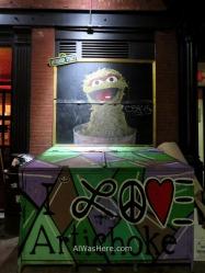Grafiti en la entrada del Artichoke Chelsea