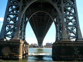El Puente de Williamsburg desde el East River Bikeway