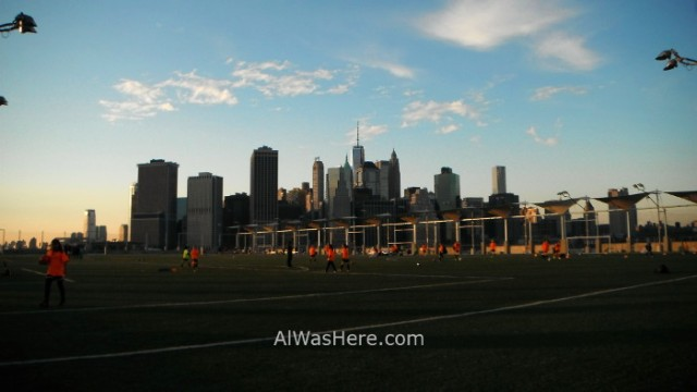 BROOKLYN 6. Brooklyn Bridge Park vista Manhattan campo futbol, Nueva York. New view soccer field