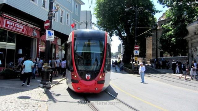 Estambul como desplazarse 6. Tranvia en Sultanahmet, tram, Istanbul