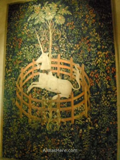 """El """"Unicornio cautivo"""" de la colección de 7 tapices del unicornio, de finales de la Edad Media, es una de las principales obras del Cloisters"""