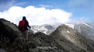 En una cresta de montaña en el GR20, Córcega