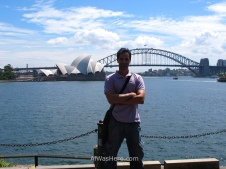 Con la Ópera y el Puente desde el Jardín Botánico. No me suelo poner en medio de la foto y menos en una intro, pero hoy es mi 40 cumpleaños así que me lo permito
