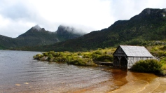 Lago y embarcadero junto a Cradle Mountain, Tasmania