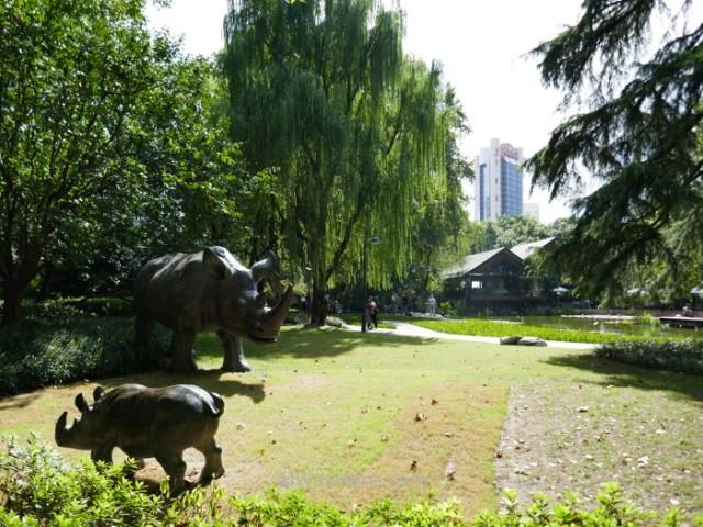 Shanghai parque con esculturas de rinocerontes en Jing'an Jingan sculpture rhinoceros