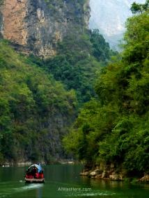 Bote en las Tres Pequeñas Gargantas, río Yangtsé, China
