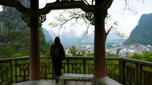 Pili en el mirador del Parque de Yangshuo, Guilin, China