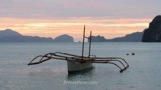 Un bangka en Corong Corong al atardecer, El Nido, Palawan, Filipinas
