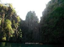 Vistas del Small Lagoon mientras nadábamos; en la parte inferior de la imagen se ven algunos kayaks