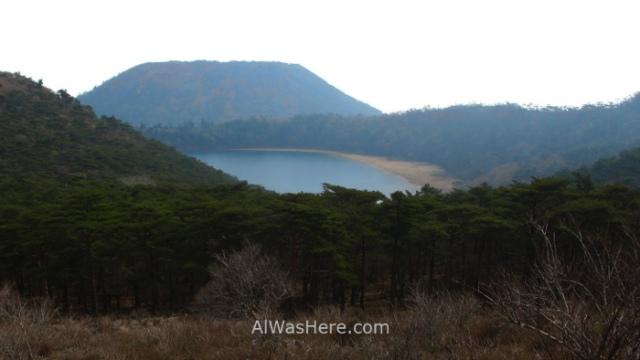 Kirishima Parque Nacional 1. Vista Rokkannon Miike Pond laguna view National Park Japon Japan Kyushu Ebino Kogen