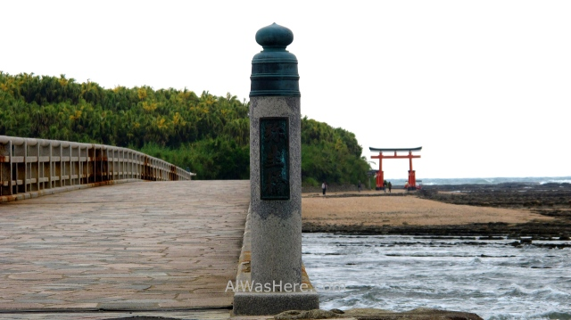 AOSHIMA 0. puente y torii bridge gate Isla Island templo temple shrine santuario Japan Japon Kyushu Miyazaki