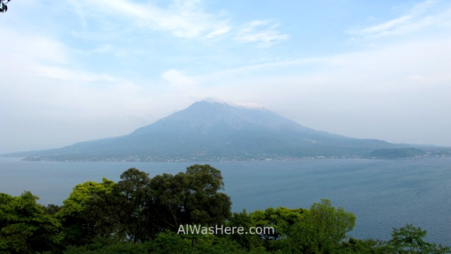 Kagoshima ciudad 1. Sakurajima desde el Jardin Sengan-en Kyushu, Japon Japan Garden