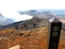 Cima del Nakadake con su cráter humeante, Monte Aso, Kyushu, Japón