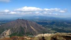 Vista de otro de los cinco picos del Asosan