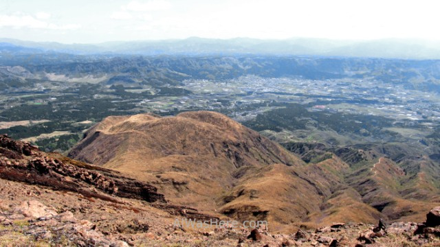 MONTE ASO 8. vista caldera view panorama Sendero trail Nakadake Asosan Mount Summit, Kyushu, Japon, Japan