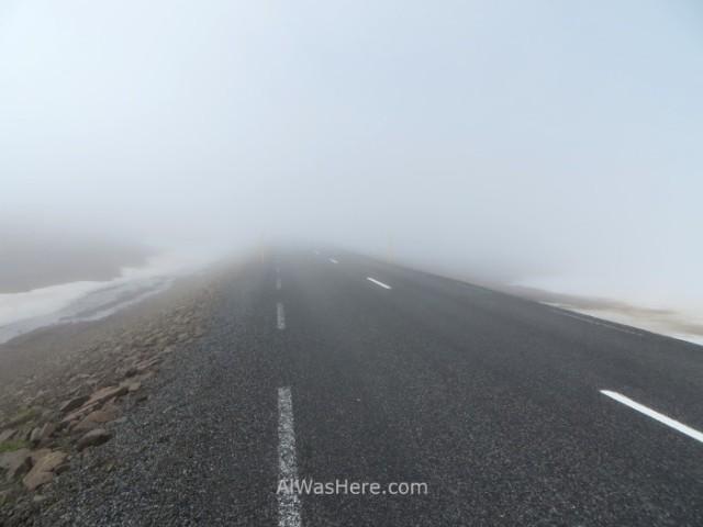 ISLANDIA TRANSPORTE 2. Iceland carreteras roads con niebla misty