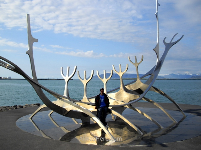 REIKIAVIK 4 sculpture and shore walk Viajero del Sol escultura barco vikingo Alwashere Sun Voyager boat Reykjavik Islandia Iceland