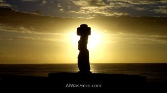Puesta de sol y moai, Isla de Pascua, Chile