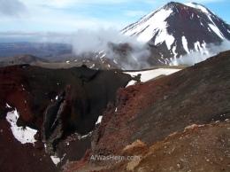 El borde del Cráter Rojo, con el Monte Ngauruhoe al fondo.